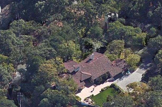 Tour Golden State Warriors star Stephen Curry's house in Orinda, CA.