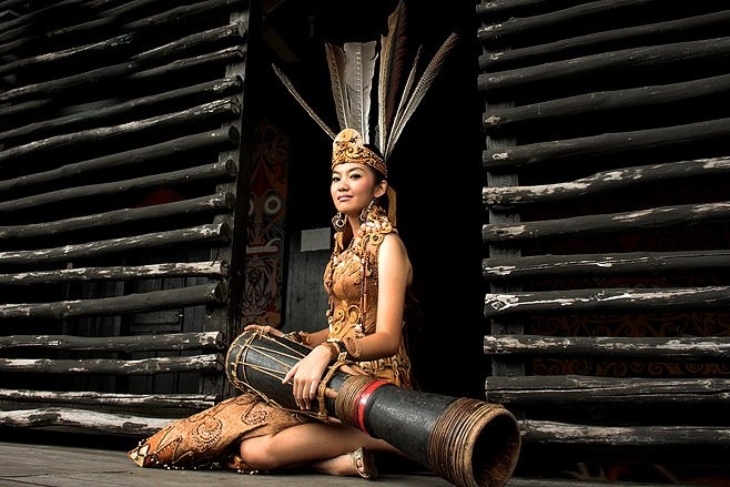 DAYAK GIRL, KALIMANTAN, INDONESIA