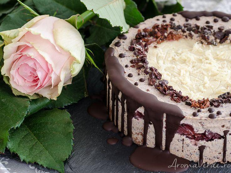 Tort raw vegan cu straciatella și ciocolată albă, nu pentru ziua îndrăgostiților, ci pentru oricare altă zi în care sărbătorim pur și simplu iubirea.