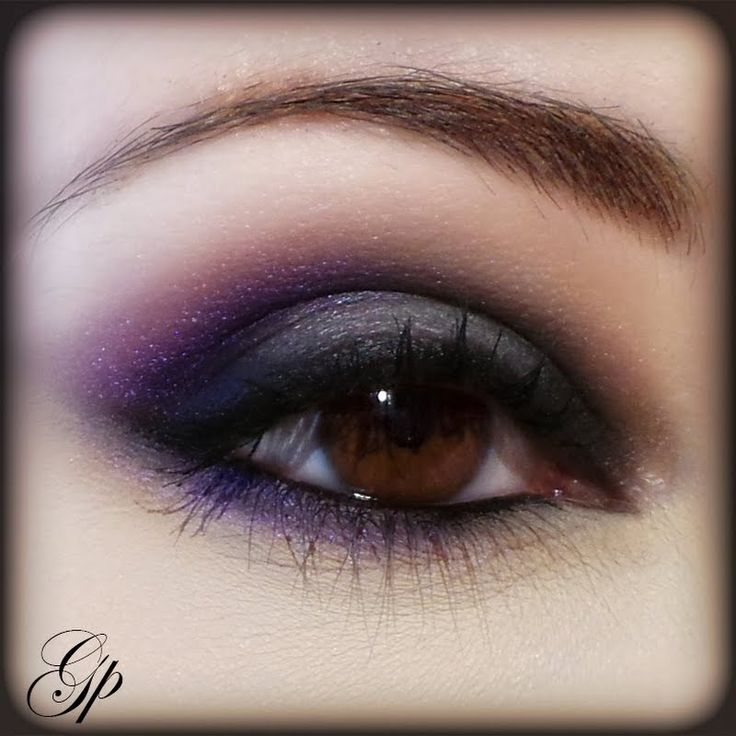Going for glamour? This makeup is perfect for your next nightout. It boasts of an arched eyebrow in soft brown, then sexilly contrasted by deep shades of purple eyeshadow. DIY this look today!
