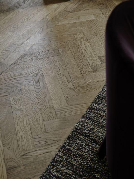 Elegante y cálido suelo de madera