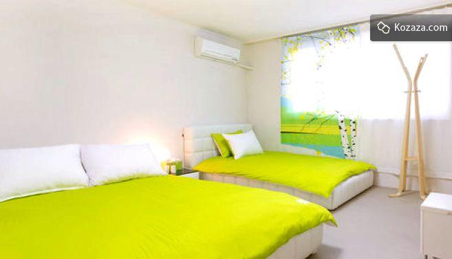 Hongdae Urbanwood Guesthouse - Dewey Meadow(deluxe triple room)
