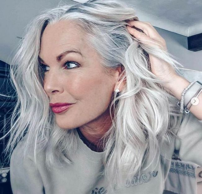 3 Ways To Wear Gray Hair Over 40 Long White Hair Gray Hair Growing Out Beautiful Gray Hair