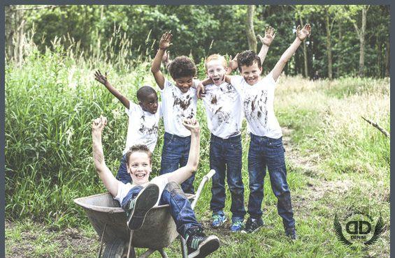 Stoere spijkerbroeken voor kinderen. Met op de knieën een dubbele laag zodat ze langer meegaan als normaal  www.lotenlynn.nl