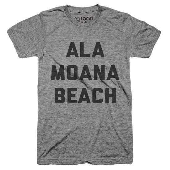 『ALA MOANA BEACH』アラモアナビーチのロゴがプリントされたTシャツ。ハワイ・オアフ島で有名な『アラモアナ・ショッピングセンター』の向かいにあるアラモアナ・ビーチパークは、ローカルに愛されるビーチ。サーフィンはもちろん、ウォーキング・ヨガ・バーベーキューなどローカルが日々楽しむビーチパークそんなアラモアナビーチ好きな人にオススメな一枚。Unisex Classic Series T-shirt - Size XS,S,M,L,XL - Tags : #alamoana #alamoanabeach #alamoanbeachpark #アラモアナ #アラモアナビーチ #アラモアナビーチパーク #アラモアナショッピングセンター #ハワイ #hawaii #アロハ #aloha