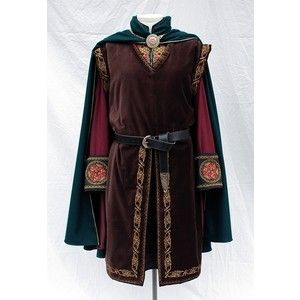 LOTR Inspired Clothing and Costumes from Twin Roses Designs. Costume Re-Creation and Construction by Andrea Wakely.