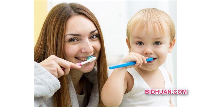 Berapa Lama Waktu Ideal Mengganti Sikat Gigi? Yuk Cari Tahu - Baca selengkapnya http://bidhuan.com/tips-kesehatan/43156/berapa-lama-waktu-ideal-mengganti-sikat-gigi-yuk-cari-tahu/