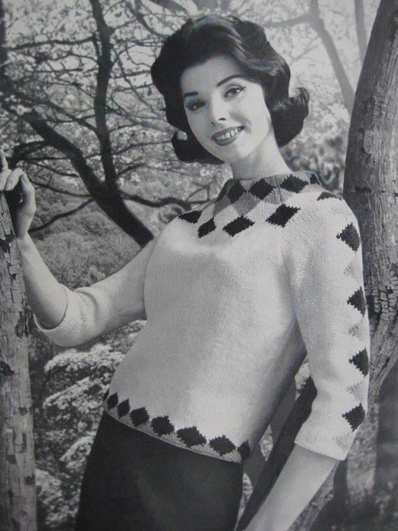 Knitted Sweater Pattern, 1960s Vintage Knitting Pattern Womens Pullover Sweater 732-20