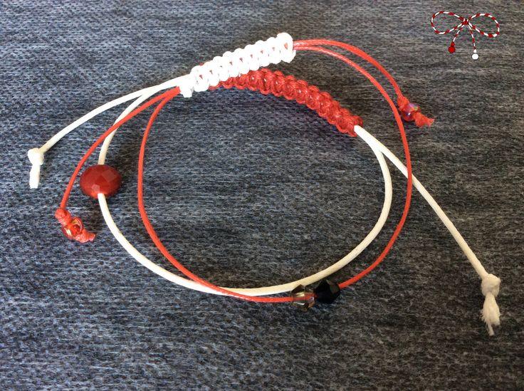 Două brăţări potrivite lunii martie, pe şnururi cerate de culoare alb şi roşu, cu cristale şi roandelă faţetată roşie. bijuterii.micky@gmail.com