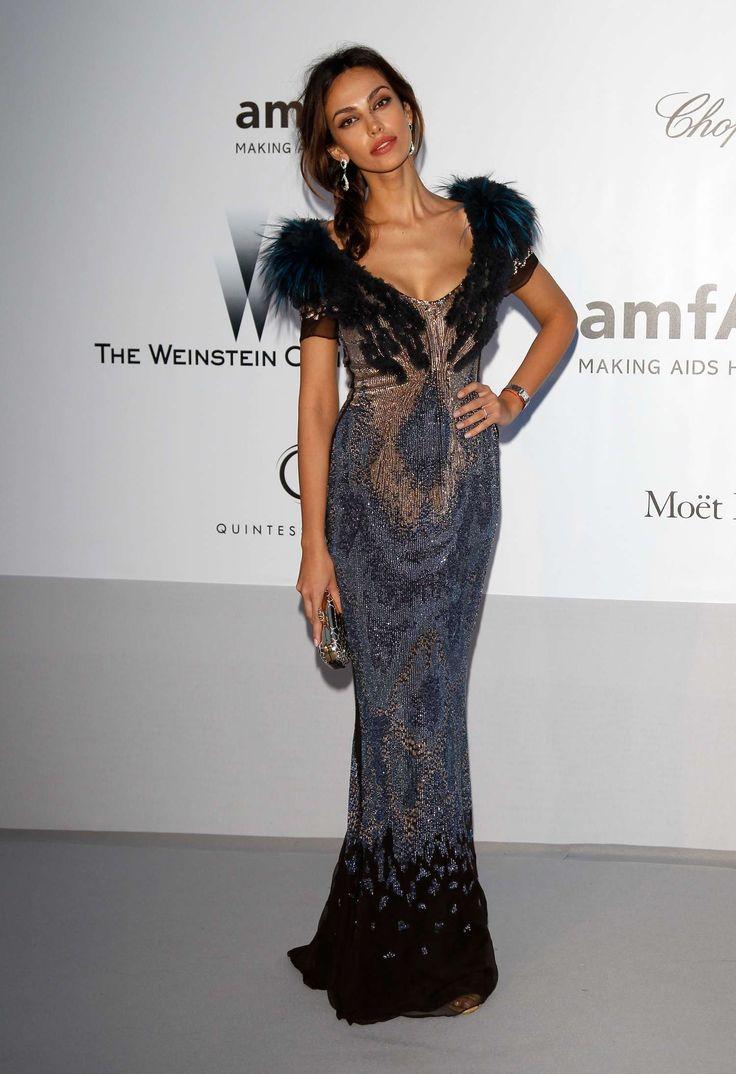 Madalina Ghenea - en un vestido-02