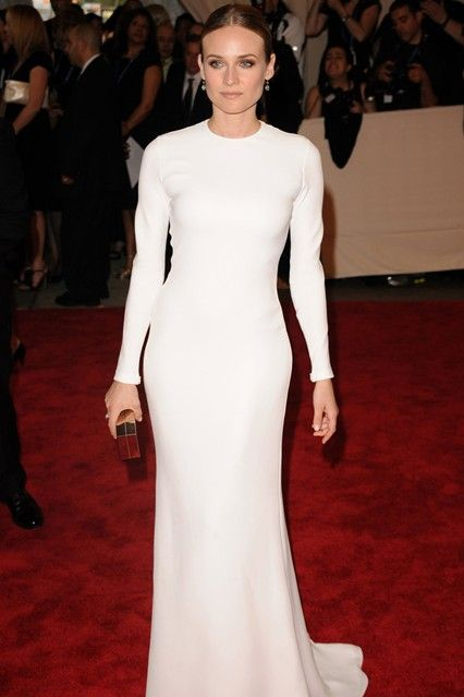 2010 Met Gala: Diane Kruger wore a white long sleeve Calvin Klein Collection gown. Beautiful! White is amazing on Diane! I love how sleek the gown is. Perfect gold accessories.
