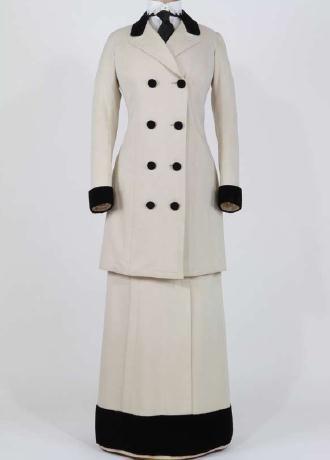 Circa 1912 Walking suit, Italian manufacture. Rome, Fondazione Tirelli Trappetti.