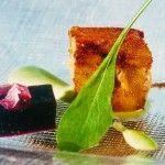 Receta: Foie en costra de pan ahumado sobre higos salados, pil-pil de rúcula y gelée de Pedro Ximenez