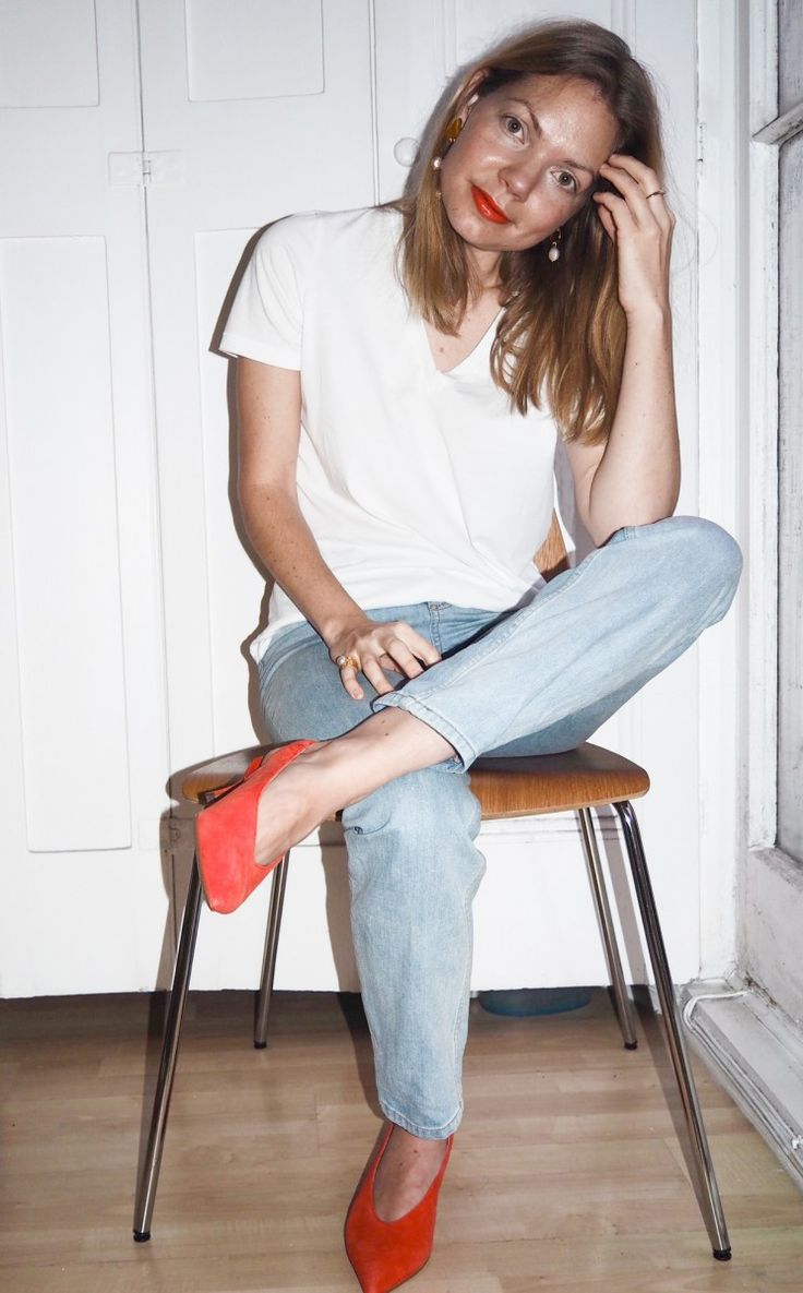 Red slingbacks and red lips - A perfect Christmas party look http://gabriellalundgren.com/red-slingbacks-and-red-lips-a-perfect-christmas-party-look Red suede slingbacks kitten heels from Next, white V-neck tee and boyfriend jeans from COS and freshwater pearl earrings from House of Hennie.