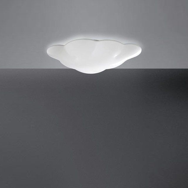This illiuminated cloud is perfect for a child's room. Create original lighting effects. Wall or ceiling lamp. White painted metal. l 700 mm x p 140 mm x h 450 mm. Powered by 3 x E27 23W bulbs (NOT included)