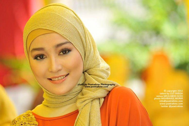 Foto Portrait Gadis Cantik Anggun Aceh Berjilbab Baju Muslimah Photo Portraiture by Mishbahul Munir POETRAFOTO Photography, http://portrait.poetrafoto.com/foto-gadis-cantik-aceh-berjilbab-baju-muslimah_244
