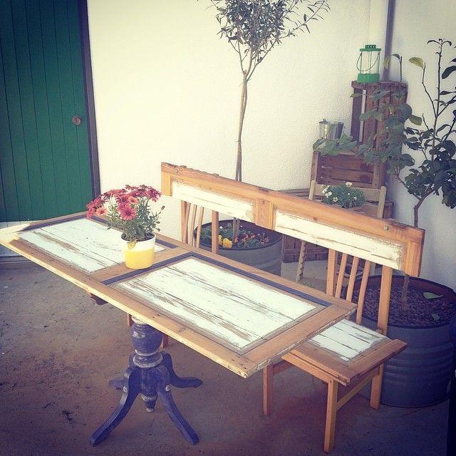 Mesa y banco con puertas a la venta, perfecto para disfrutar de tu terracita... www.lapetitemaisonlaboratoridart.com https://www.facebook.com/lapetitemaison.laboratoire