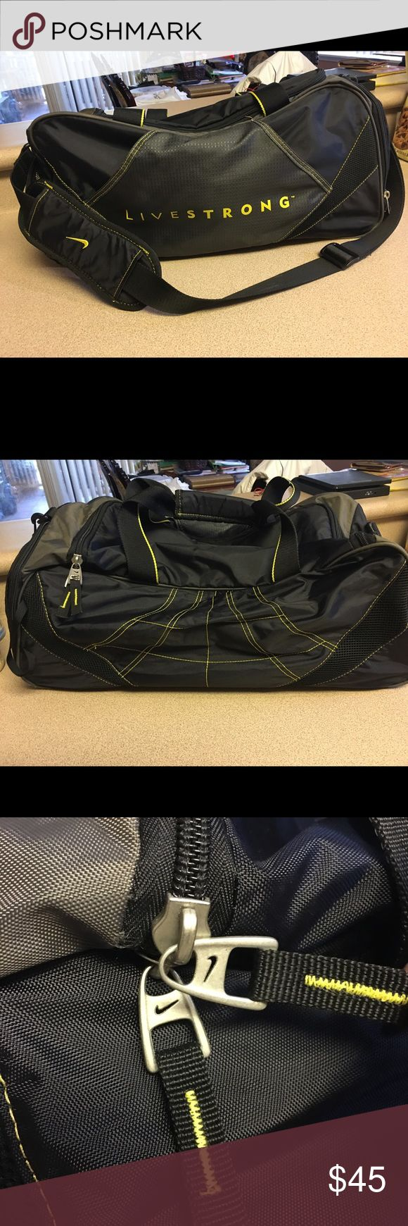 Nike Livestrong Black and Yellow Duffel Gym Bag Pre-owned Nike Livestrong Live Strong Black and Yellow Duffel Gym Bag Lance Armstrong Nike Bags Duffel Bags