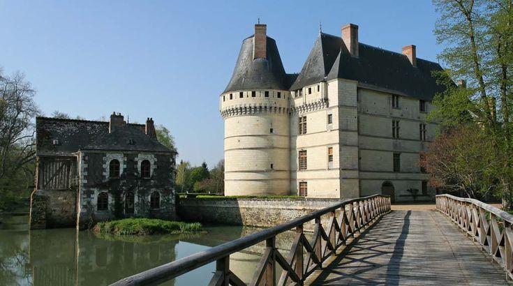 Entrée par le pont au château de l'Islette à Azay-le-Rideau
