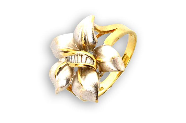 18 KARAT WHITE GOLD SATIN FINISH FLOWER RING WITH BAGUETTE DIAMONDS.