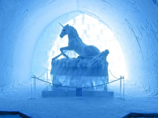 Unicorn ice sculpture in marknadsvagen 63 ice hotel in - Hotel de glace suede ...