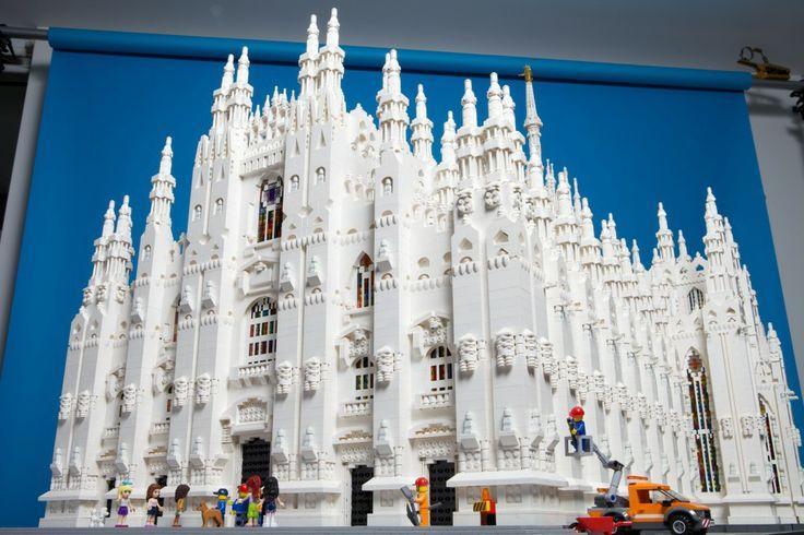 Milano, il Duomo è fatto con 100mila mattoncini Lego ...
