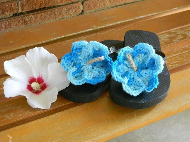 Free Crochet Pattern For Hibiscus Flower : 17 Best images about CROCHET FLOWERS on Pinterest ...