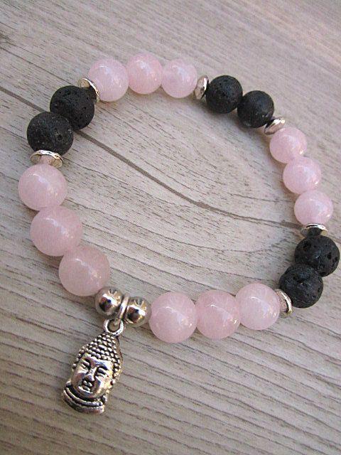 Bracelet fait de pierres fines de quartz rose, pierres de lave noires 8mm avec pendentif boudha de la boutique BijouxDesignselect sur Etsy