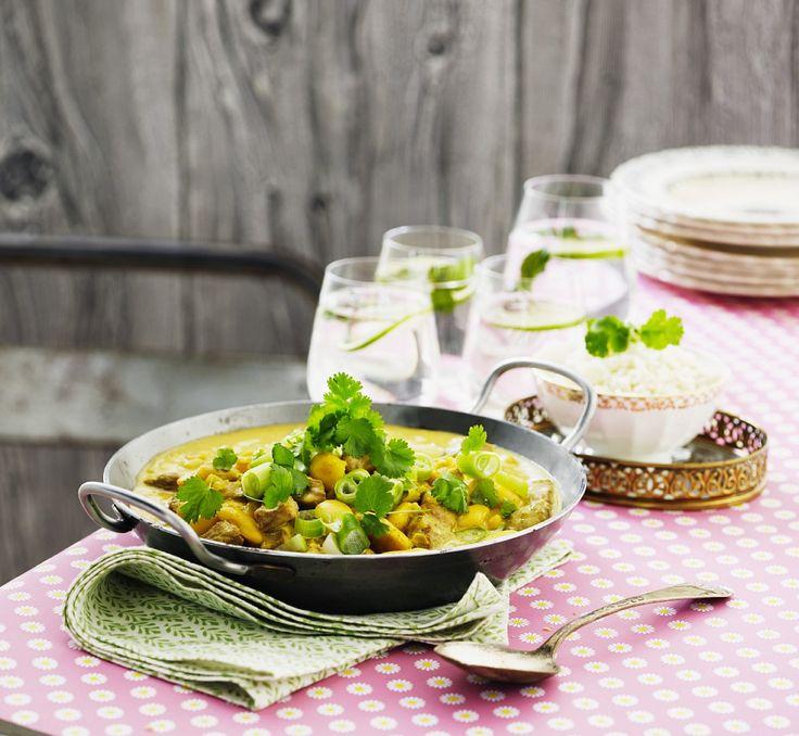 Gelbes Curry mit Hähnchen, Kichererbsen und Koriander | Zeit: 20 Min. | http://eatsmarter.de/rezepte/gelbes-curry-mit-haehnchen-kichererbsen-und-koriander