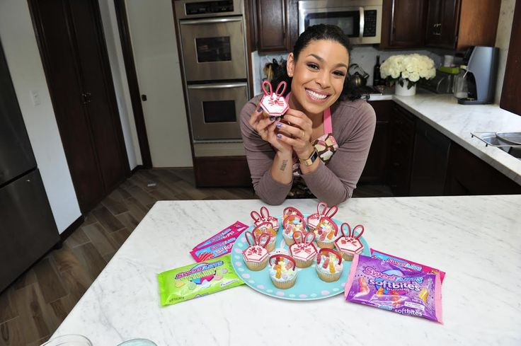 #ad @JordinSparks made these cute Easter cupcakes!  With @SweeTARTSCandy  A mini Easter basket and a little bunny face featuring SweeTARTS Soft Bites Bunnies & Soft and Chewy Ropes.  #sweeTARTS  She also shared her Must-Have Essentials for the Cutest Easter Basket for a Little Girl: ·         Plastic eggs with change in them ·         A stuffed pink little bunny ·         A little water color paint set ·         Pastel pink mayday dress ·         SweeTARTS Soft Bites Bunnies