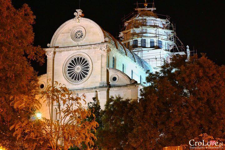 Šibenik - piękny za dnia, piękny jest również nocą. Na dowód zabieramy Was na nocny spacer po tym pięknym mieście, które znalazło się na naszej liście najpiękniejszych miejsc w w Chorwacji. Zapraszamy http://crolove.pl/sibenik-noca/