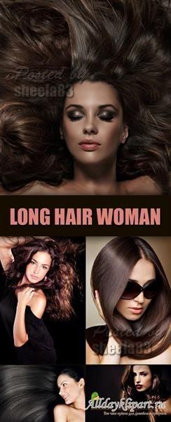 Очень привлекеательна девушка в платье с длинными волосами