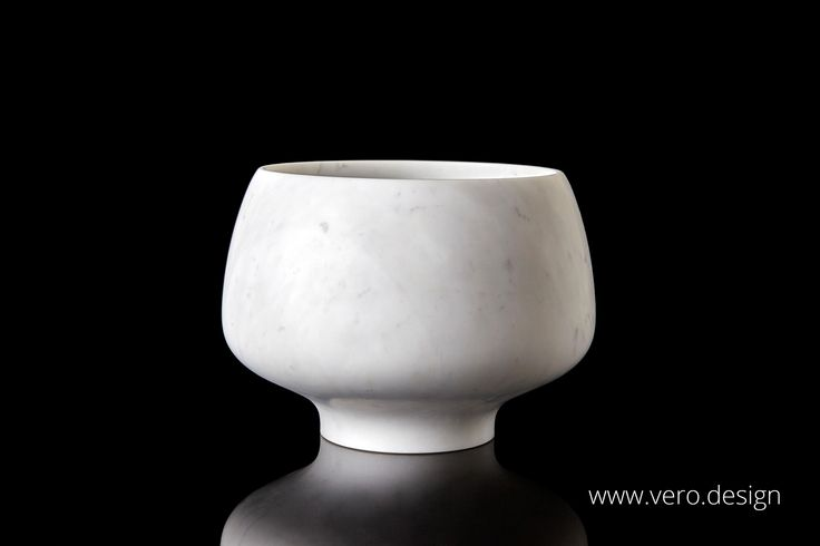 CALLUS is a superb piece of that showcases the the Master Craftman's skill in creating an object of beauty. Hand made from a block of Bianco Statuario, the marble Michaelangelo used for his sculptures it is available in various sizes and also Canaloni marble in our CENA COLLECTION https://vero.design/cena-marble-collection/