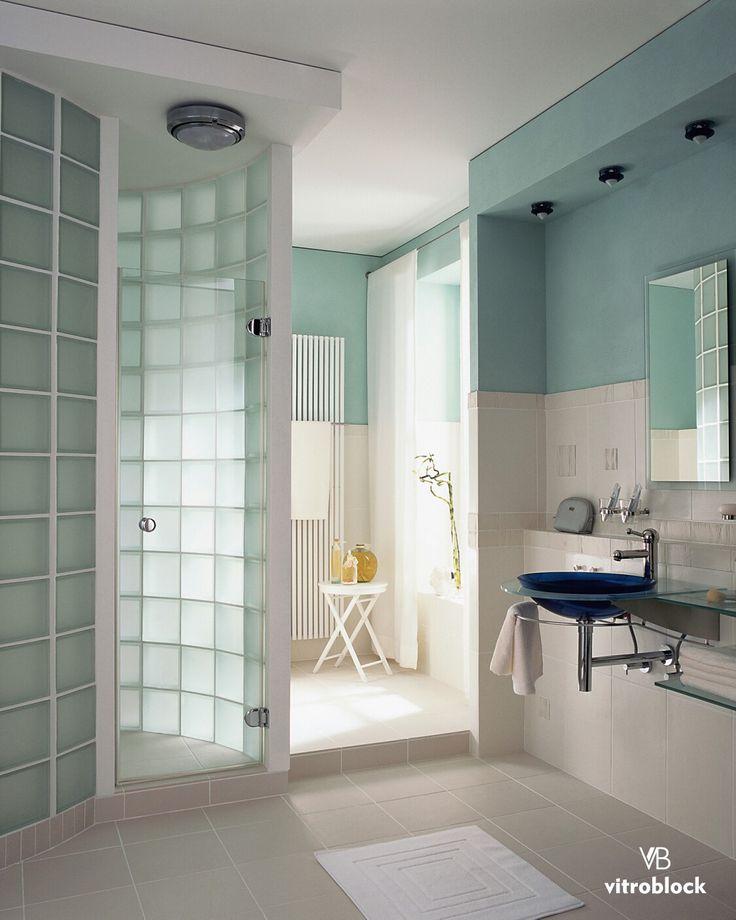 PARA RENOVAR EL BAÑO, por qué no empezar directamente desde la cabina de ducha?  Con los ladrillos de vidrio podes optimizar el espacio y aprovechar al máximo la luz. . . . #Vitroblock #LadrillosDeVidrio #Baños #Toilette #DecoHogar #CasaIdeas #Arquitectura #Hogar