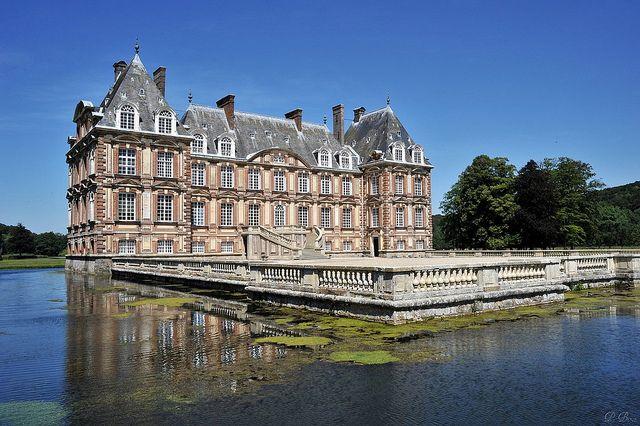 Le Château de Cany (Seine Maritime). Une construction en pierre et briques du XVIIe s. sur commande de Pierre le Marinier, un parlementaire de Rouen