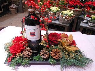 Flaske på rektangulært fat med blomster