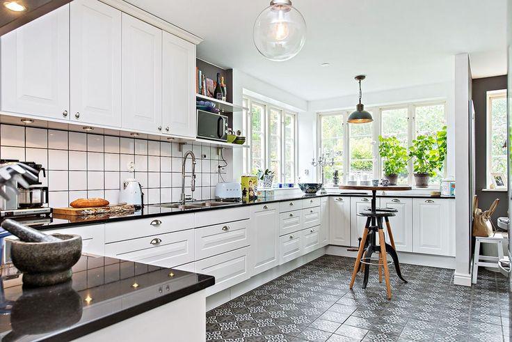 Kvalitetsköket med smakfull köksinredning och klassisk design kommer från Marbodal. Silvergatan 18 - Bjurfors