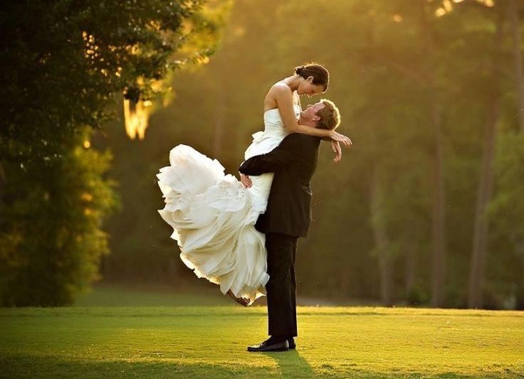 photo de mariage romantique, mariée avec robe mermaid