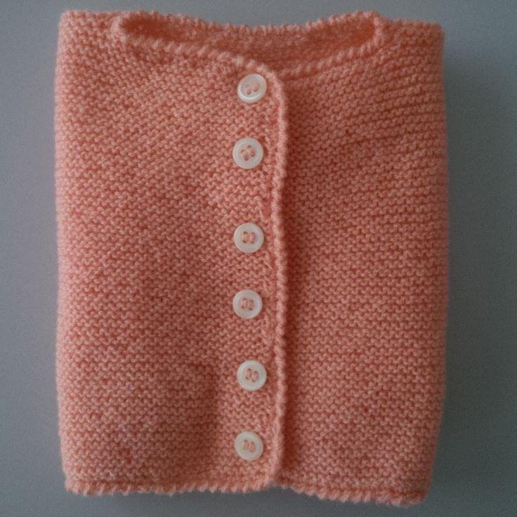 Esta chaquetita es, aproximadamante, para una niña/o de 1 año. En este caso para una niña. La lana Stop (Nido). Instrucciones: Se e...