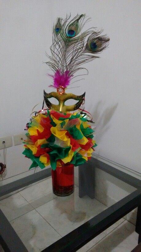 Centro de mesa carnaval                                                                                                                                                                                 Más