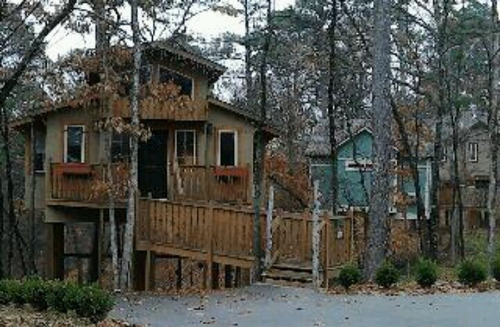 17 best images about eureka springs on pinterest for Tree house cabins arkansas