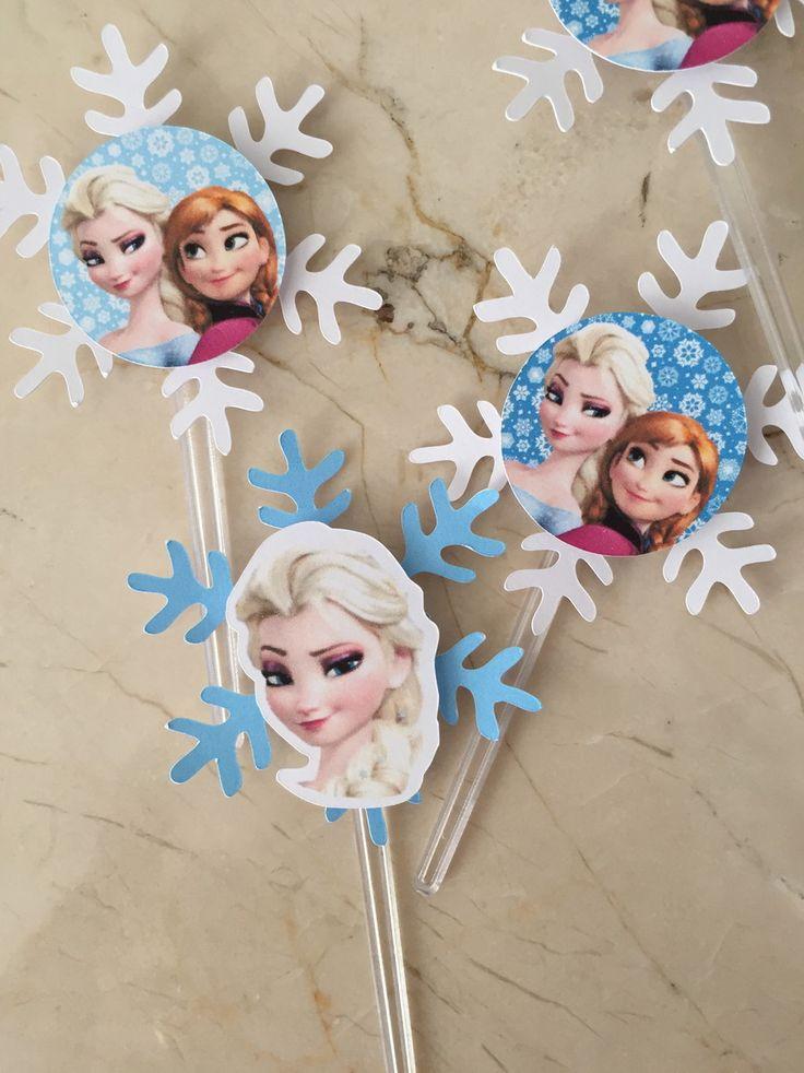 Topper Frozen Personagens em 2 Camadas no formato de FLoco de Neve. impresso em papel Opaline 180 gramas. <br>2 modelos Disponiveis, podem ser feitos nos ou em somente 1 deles. <br>O Suporte do Topper pode ser em pazinha de cafe ou palito plastico de pirulito. Topper 5x5 cm <br>Cores podem ser alteradas!