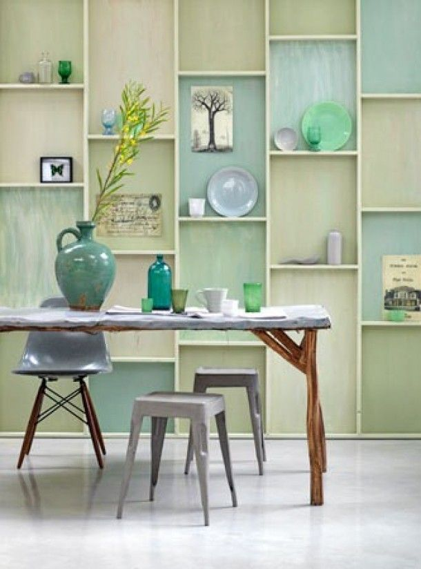 different  shades of green - wall display - vakken - interieur - decoratie