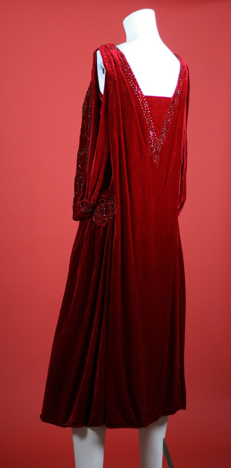 A gorgeous flapper style dress from the 1920s.