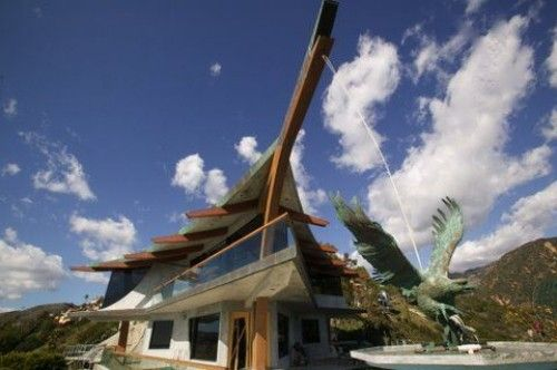 """Rent Check: Malibu's """"Eagle Watch"""" Available by Architect Harry Gesner"""