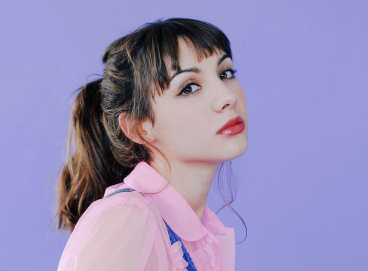Hannah Marks photos, including production stills, premiere photos and other…