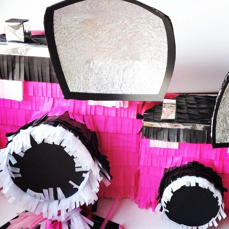 Piñatizando por Instagram piñata camara vintage para @oli_ola_ en IG  Vintage Camera Piñata
