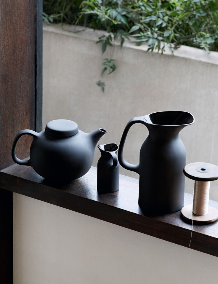 Featuring a tactile exterior with high gloss interior Royal Doulton Barber & Osgerby Olio looks perfect in any home.