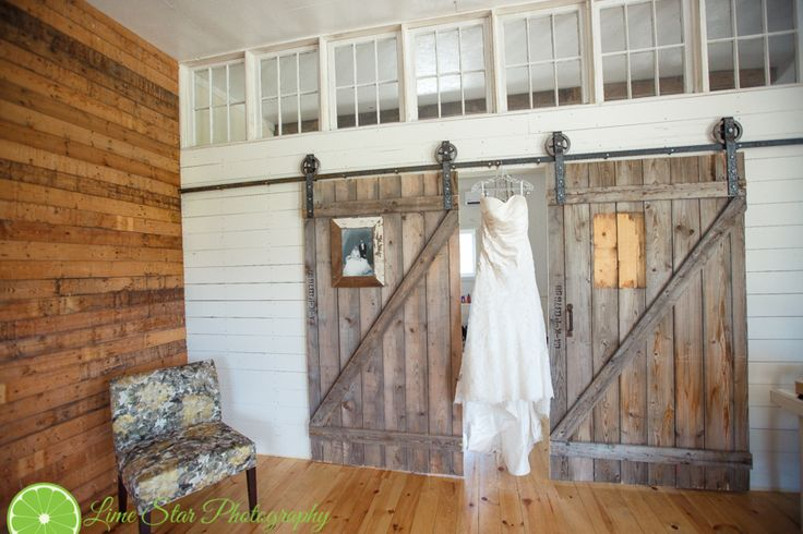 Rena+Chad – Married – The Rustic Wedding Barn – Winnipeg Wedding Photography | Lime Star Photography