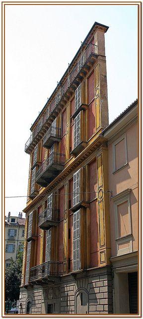 Casa Scaccabarozzi, nota più familiarmente dai torinesi come la Fetta di Polenta, si trova a Torino all'angolo fra corso S.Maurizio e via Giulia di Barolo. Fu progettata da Alessandro Antonelli nel 1840